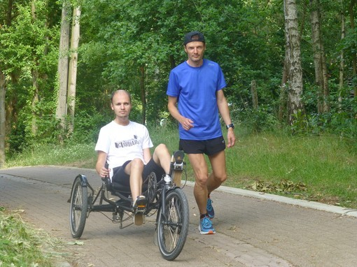 GReD meets Johan Swinnen during its 2400 km run for cancer patients